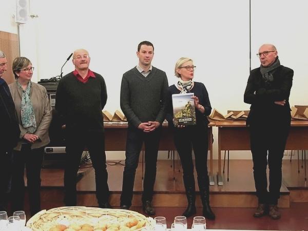 """Une nouvelle, et dernière, exposition de """"L'invitation au voyage"""" avrc des photos de Claire Jachymiak animera, tout l'été,les murs de la cour du Musée du Pays Châtillonnais-Trésor de V"""