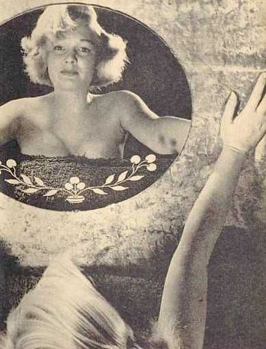 1951 Marilyn Glamour par Beaucham/ séance devant le miroir