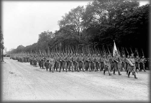 Le grand almanach de la France : La journée de Paris du 14 juillet 1916