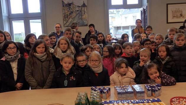 Les 140 élèves des écoles primaires Louis Hubert et Saint-Jean-Baptiste ont été reçus à la mairie pour la remise des prix du concours de dessin.