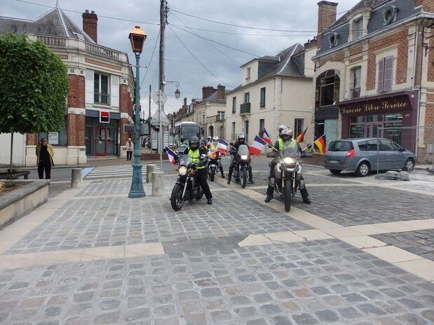 29 mai 2014 - Arrivée à Méru des borkénois.