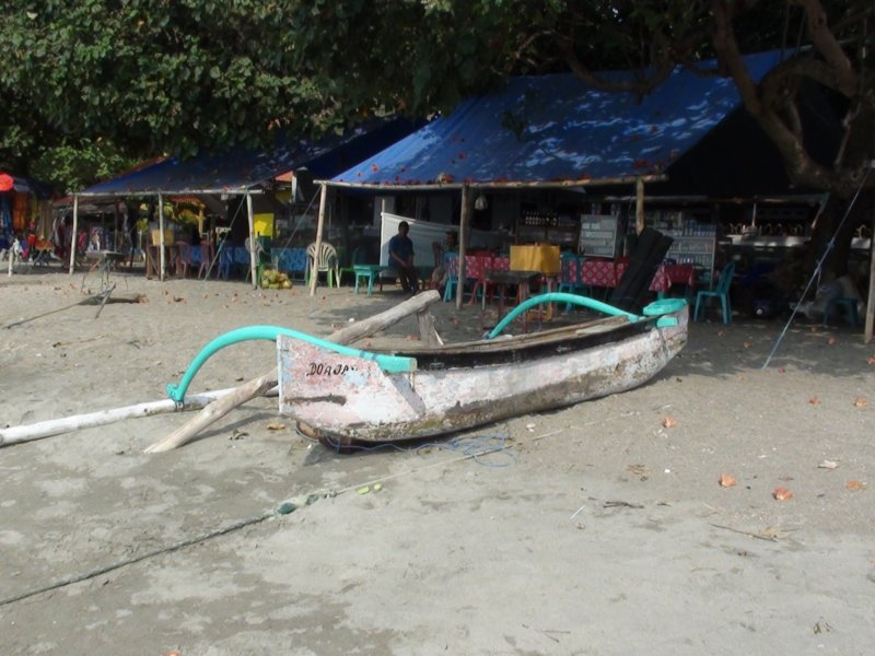 Dimanche 2 Octobre 2011 - Probolinggo vers Situbondo - Plage de Pasir Putih.