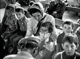 L'image contient peut-être: 4 personnes, personnes assises et enfant
