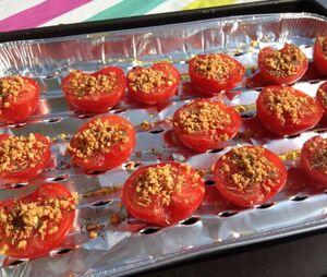 Tomate à la provençale et cacahouètes