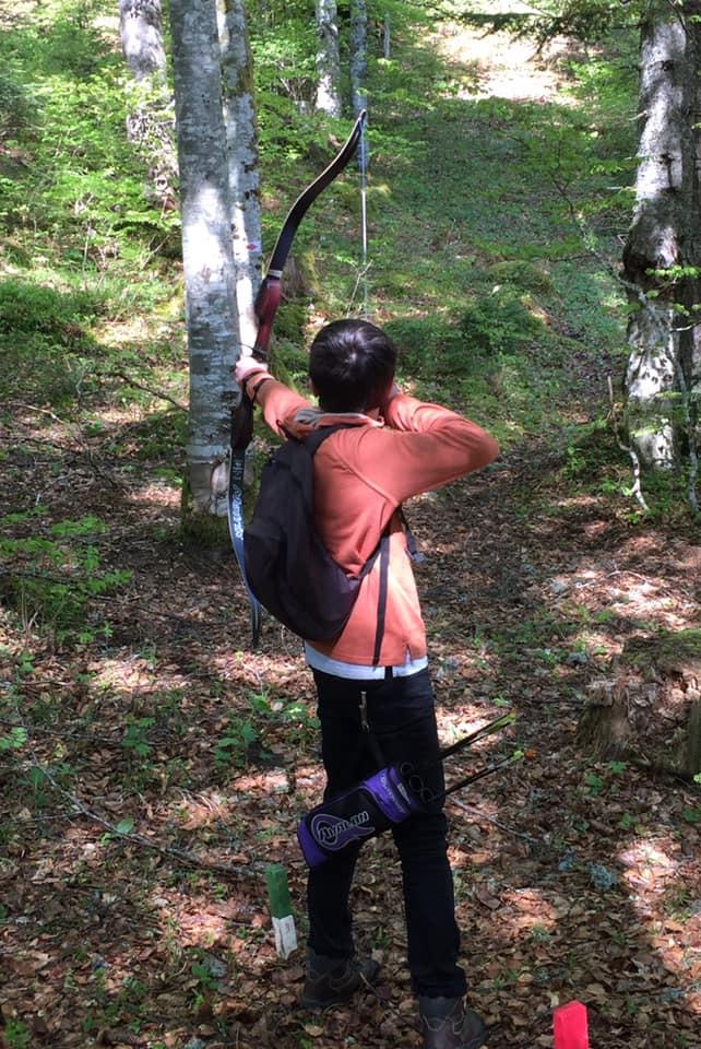 L'image contient peut-être: une personne ou plus, personnes debout, arbre, plein air et nature