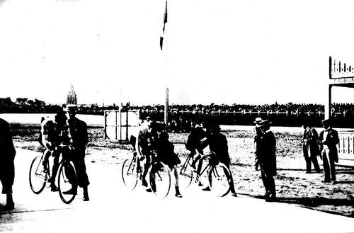 En 1907, le vélodrome de la plaine du Sahara est détruit