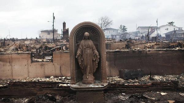 New York, statue de la Vierge Marie sauvée après l'ourangan Sandy