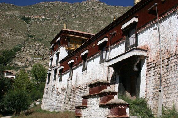 résidences de moines dans les monastères;