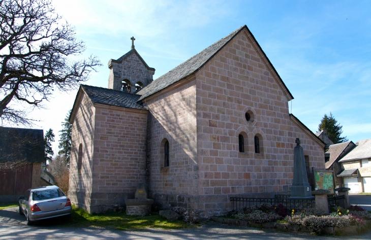 Le chevet de l'église sainte-Madeleine fin du XIXe siècle qui fût rebâtie à cette époque suite à un incendie. - Millevaches