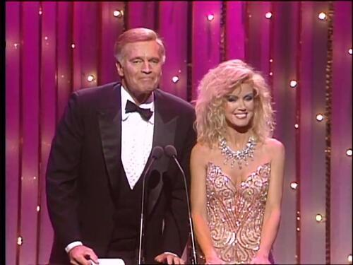 Donna Mills et Charlton Heston lors de Golden Globes de 1986.