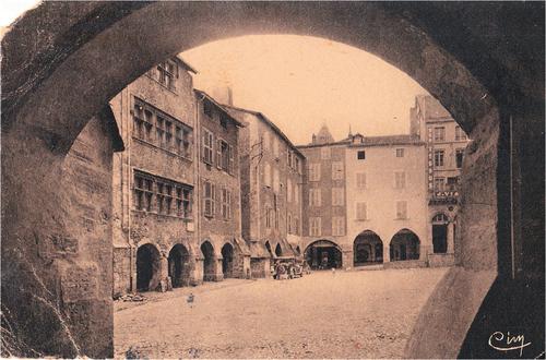 05 - Le marché de Villefranche, les arcades et la place Notre Dame