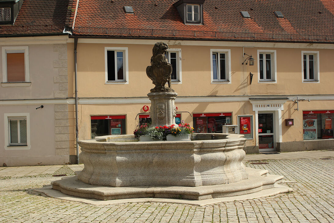 Brunnen, Luitpoldplatz, Sulzbach-Rosenberg (MGK05497).jpg