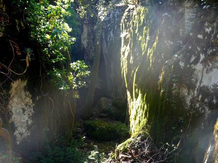 La faille entre les rochers