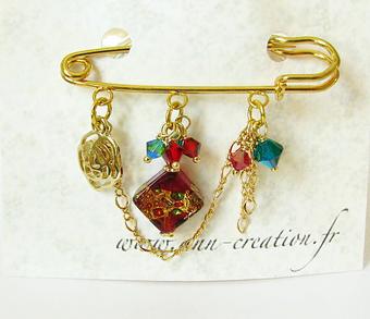 Broche Epingle Rouge Vert et Or  3 anneaux Losange Verre de Murano et Cristal de Swarovski / Plaqué Or