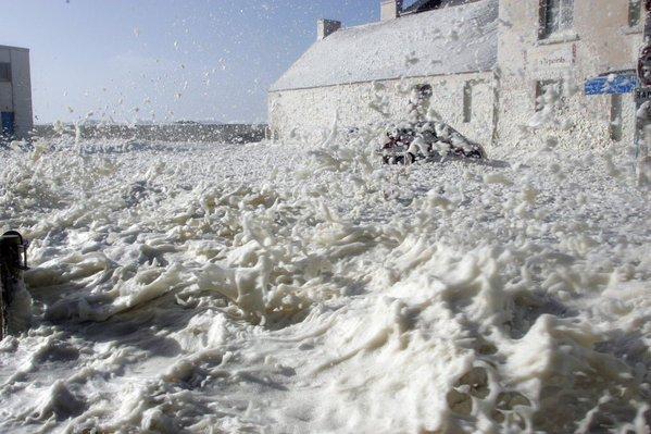 tempête d'écume à saint guénolé : notre balade favorite lorsque nous somme au guilvinec