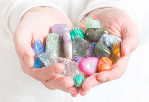 Les mystères des pierres et leurs couleurs,