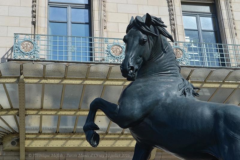 Les sculptures du parvis du Musée d'Orsay : 3) Cheval à la herse