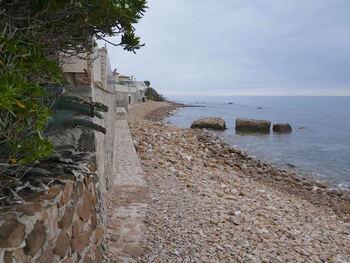 Départ du sentier littoral après la plage de Saint-Asile