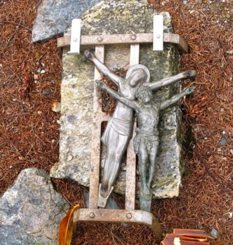 Chapelle Ste Madeleine cimetière 2 christ