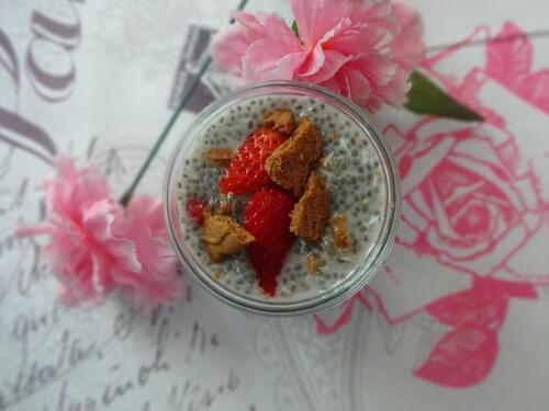 Chia Pudding Noix de coco, fraise et spéculoos [Végétalien]
