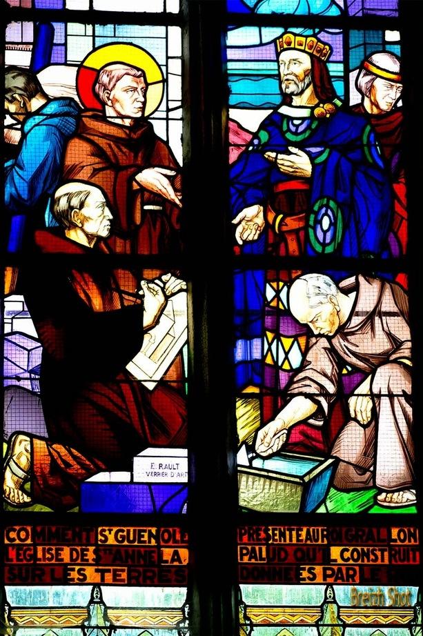 sainte-anne la palud - Vitrail signé E.Rault