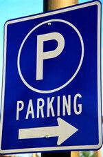 Et si on comblait les douves du château pour en faire un parking ?