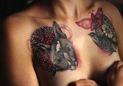Des tatouages pour aider les femmes à surmonter les traumatismes du cancer du sein