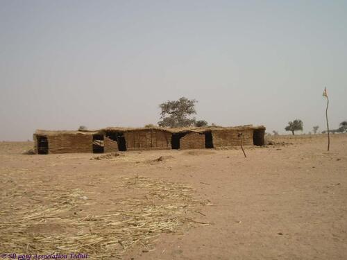 classes en paillotes du Collège d'Enseignement Général (CEG) de Tajaé – Nomade, Niger