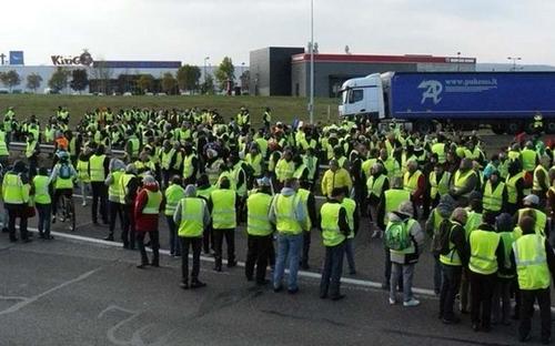 Gilets jaunes, quand la France donne l'exemple