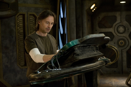 Robert-Carlyle-Stargate-Universe-robert-carlyle-30988134-2000-1331