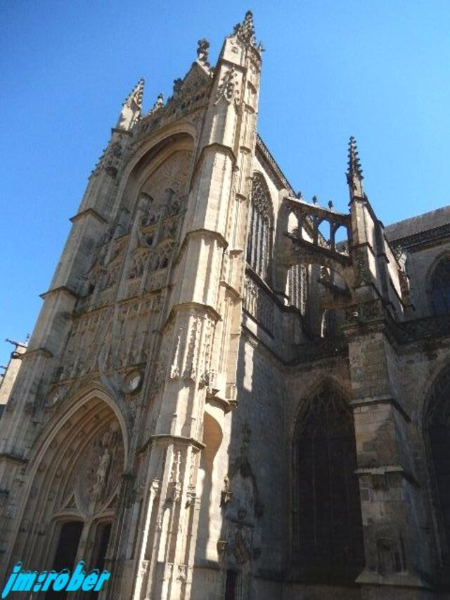 Limoges était en Fête ses trois jours avec son 17ème Marché de Pâques le 12 et 13 et son marché aux puces le 14 Avril 2019 sur le parvis de sa cathédrale