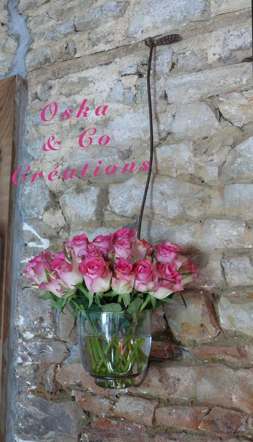Bonne fête aux amoureux ! support vase mural en fer forgé
