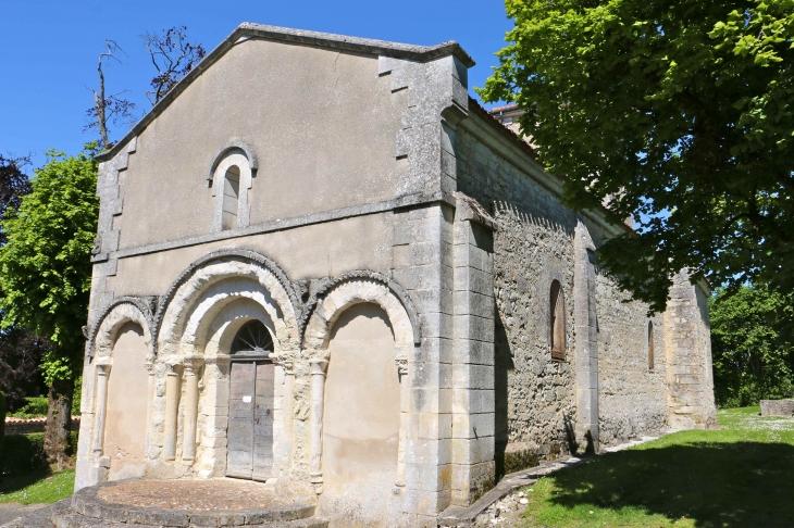 Eglise Notre Dame de l'Assomption, des XIIe et XIVe siècles. - Vendoire