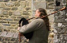 Veuze (vèze en breton) avec qui ?