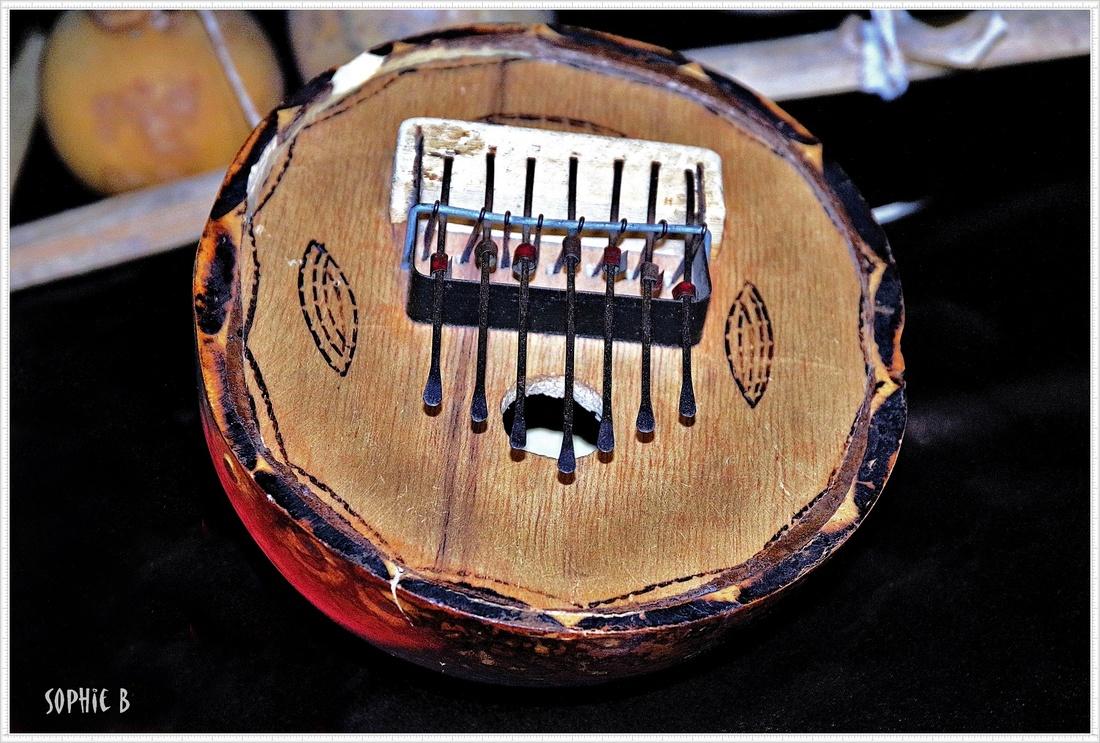 Instruments du monde à Landogne (63).