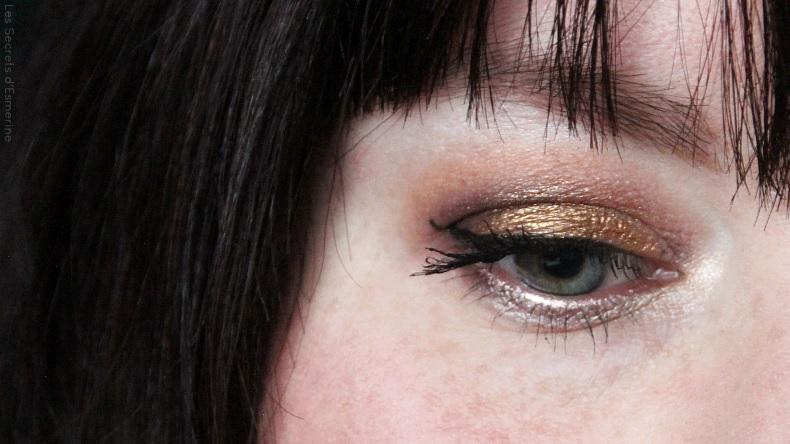 Maquillage de Noël : Or sur les yeux