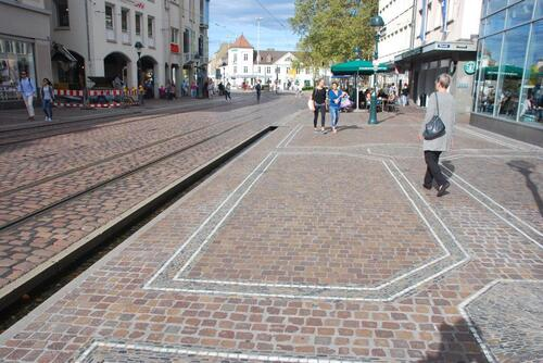 rues pavées et bächle