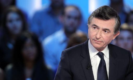 """Philippe Douste-Blazy estime que la France est en """"guerre sanitaire""""."""