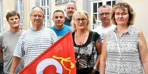 Michel Le Goff, délégué syndical CGT central du groupe Bigard avec Nathalie Dormeau, Caroline Le Gal nouvellement élue et les représentants CGT de Bigard Quimperlé.