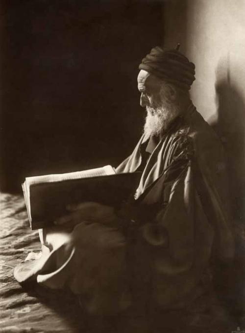 Homme public. Tunisie. 1910