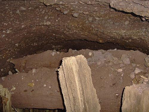 roche pierre piquee neuvevoie derzognier 061