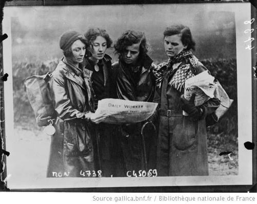 01- Les dames et les journaux