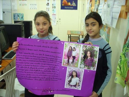 Mariam et Joulia présente leur recherche écrite.