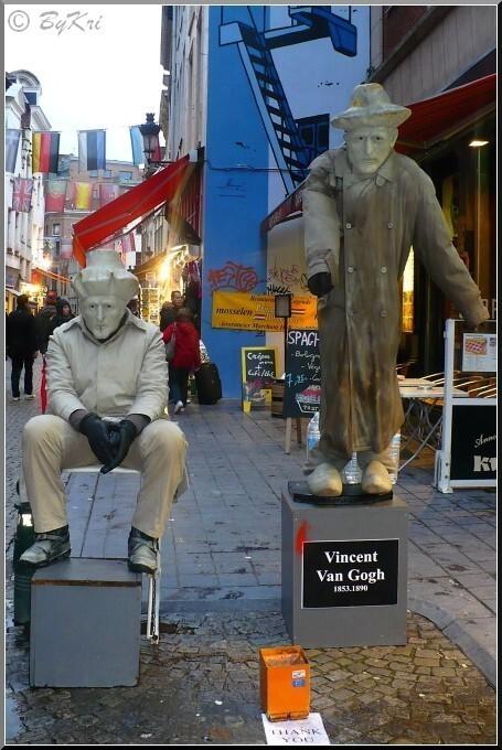 Homme-statue-Bxl.JPG