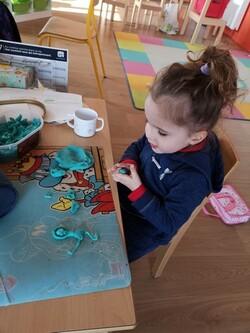 Elisa et son après-midi à l'école (merci à Auréliepour les photos)