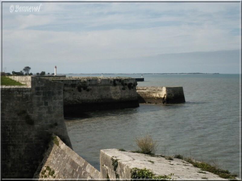 Citadelle de Saint-Martin-de-Ré le havre et l'entrée du port de Saint-Martin