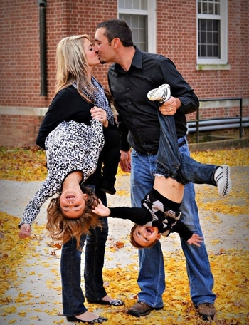 funny-cool-family-portrait