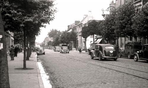 Calais : les rails et pavés du boulevard Lafayette en 1950
