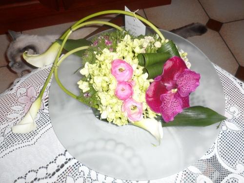 Un beau montage floral, un milieu de table scientillant et une superbe carte postale