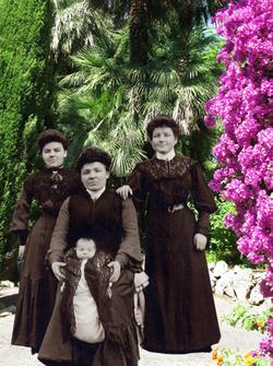 Tante Julie *Marie BATTUT* Gd.Mère Poline et Marguerite * 1899